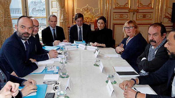 Le Premier ministre français Edouard Philippe et le secrétaire général de la CGT Philippe Martinez, à Matignon le 10 janvier 2020.