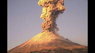 México: O vulcão Popocatepetl entrou em erupção