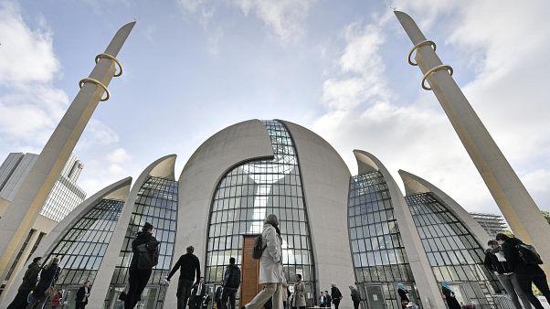 DİTİB'in Almanya'da inşa ettiği Köln Merkez Cami