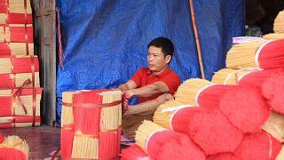 Mit Hand und Fuß: Vietnams Räucherstäbchen-Dorf