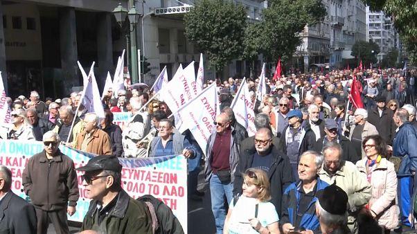 Reformados gregos em batalha jurídica pela reposição das pensões