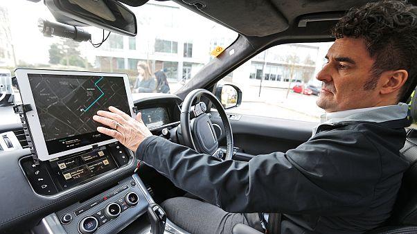 Hackerlerin yeni hedefi yürüyen bilgisayarlara dönüşen otomobiller