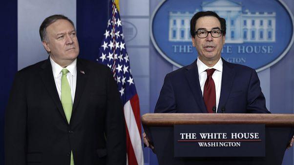 ABD Dışişleri Bakanı Mike Pompeo (sol) ve Hazine Bakanı Steven Mnuchin