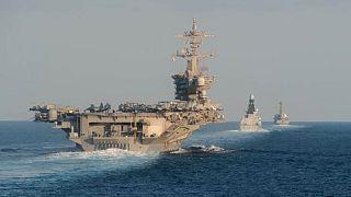 Umman Denizi'nden Hürmüz Boğazı'na giden ABD Donanmasına ait savaş gemileri