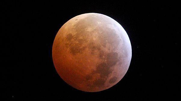 Egyszerre Farkashold és holdfogyatkozás
