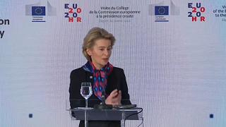 Φον Ντερ Λάιεν: «Η πόρτα ανοιχτή» για Σκόπια και Τίρανα