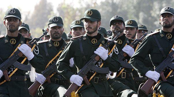 İran Devrim Muhafızları Ordusuna bağlı 'seçkin' askerler geçit töreninde
