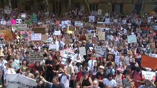 Incendies en Australie : des manifestants prennent pour cible le premier ministre Scott Morrison
