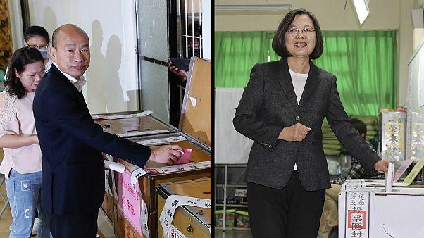 O conservador Han Kuo-yu (à esq.) partiu atrás da progressista Tsai Ing-wen, no escrutínio
