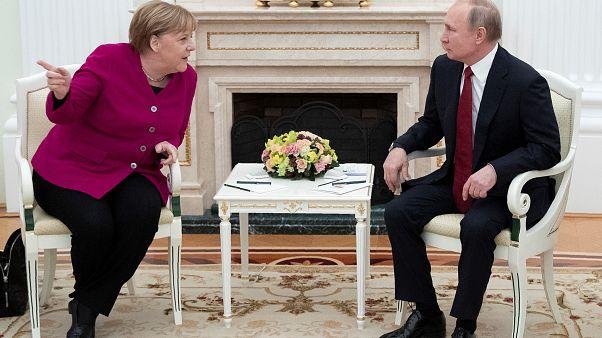 ميركل تبحث الملفين الليبي والإيراني مع بوتين في موسكو