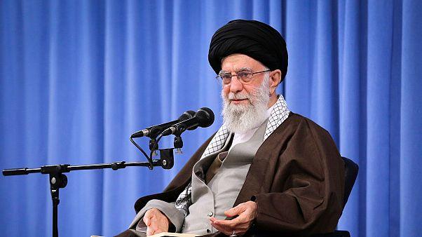 خامنهای خواستار پیگیری «تقصیرهای احتمالی» سانحه سقوط هواپیمای اوکراینی شد