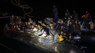 مصرع 12 مهاجراً على الأقل بعد غرق مركبهم قرب السواحل اليونانية