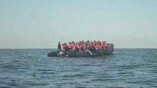 شاهد: منظمة ألمانية غير حكومية تنقذ أكثر من 100 مهاجر في البحر المتوسط