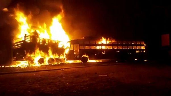 شاهد: عشرون قتيلاً على الأقل في حادث تصادم بين حافلة وشاحنة شمال الهند
