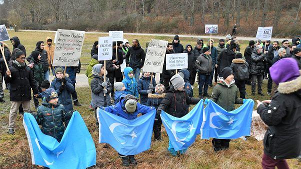 Doğu Türkistan'daki insan hakları ihlalleri, İsveç'in başkenti Stockholm'de Çin Büyükelçiliği önünde protesto edildi