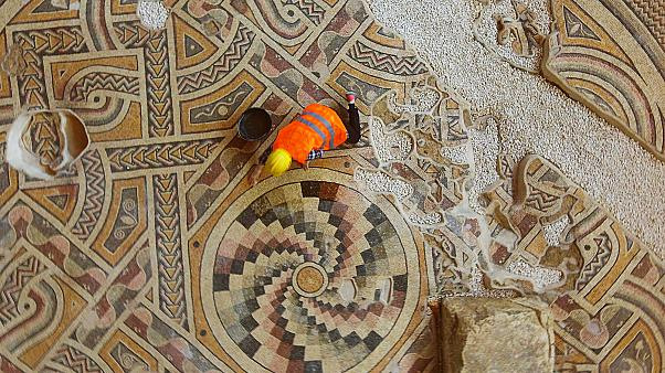 Hatay'da bir otelin inşaat çalışmaları sırasında ortaya çıkan Helenistik döneme ait mozaik