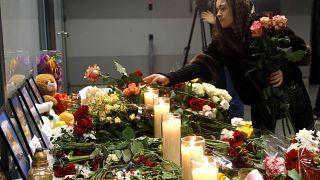 نصب تذكاري في مطار بوريسبيل على أطراف كييف لأفراد طاقم الطائرة الأوكرانية التي تحطمت بفعل صاروخ إيراني على مشارف طهران،  11 يناير 2020.