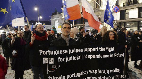 Polonia: i giudici di tutta Europa marciano in silenzio contro il governo polacco