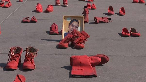 'Zapatos rojos' contra la epidemia de feminicidios en México
