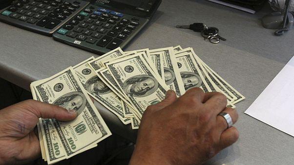 دلار صعود کرد؛ یورو به ۱۵ هزار تومان نزدیک شد
