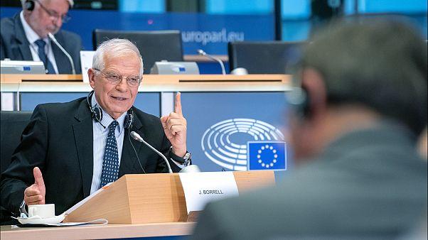 """وزير خارجية الاتحاد الأوروبي يدعو إلى """"خفض التصعيد"""" بعد توقيف سفير لندن لدى طهران"""