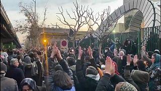 Kormányellenes tüntetés Teheránban