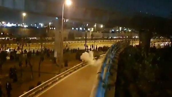 تجمعهای اعتراضی در ایران؛ ماموران با شلیک گاز اشکآور با مردم درگیر شدند