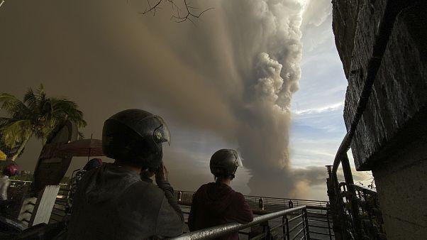Filipinler'de yanardağ patladı