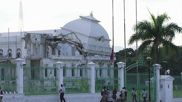 На Гаити вспоминают погибших и ждут восстановления