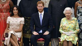 Kraliyet ailesindeki görevlerinden çekilme kararı alan Prens Harry ve eşi kriz toplantısına çağrıldı