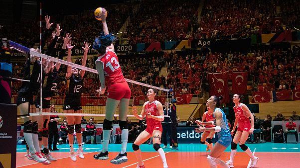 A Milli Kadın Voleybol Takımı, 2020 Tokyo Olimpiyat Oyunları Avrupa Elemeleri finalinde Almanya'yı 3-0 yenerek, olimpiyatlara katılma hakkı elde etti