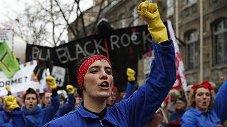 Governo francês deixa cair aumento da idade da reforma