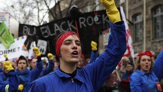 جانب من مظاهرات باريس احتجاجاً على إصلاح نظام التقاعد