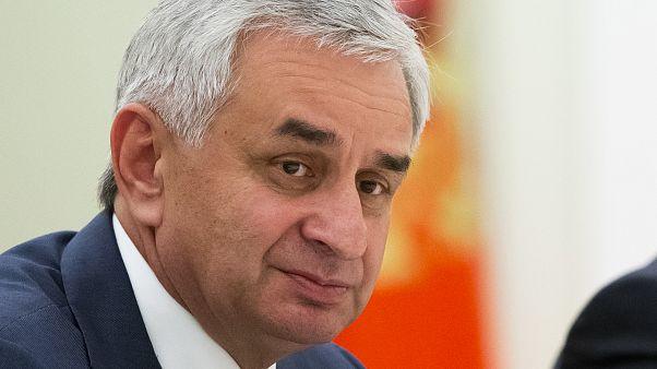 Абхазский парламент отправил президента Рауля Хаджимбу в отставку