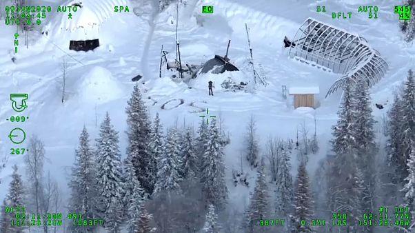 SOS im Schnee von Alaska: Hubschrauber rettet Mann nach 23 Tagen