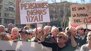 Las primeras medidas del Gobierno español pondrán más el foco en lo social y menos en Cataluña