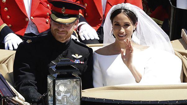 """الملكة إليزابيث تعقد """"اجتماع أزمة"""" بعد قرار ميغان وهاري بترك العائلة المالكة"""