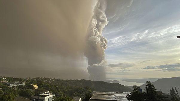 Φιλιππίνες: Συγκλονιστικές εικόνες από το «ξύπνημα» του ηφαιστείου Τάαλ