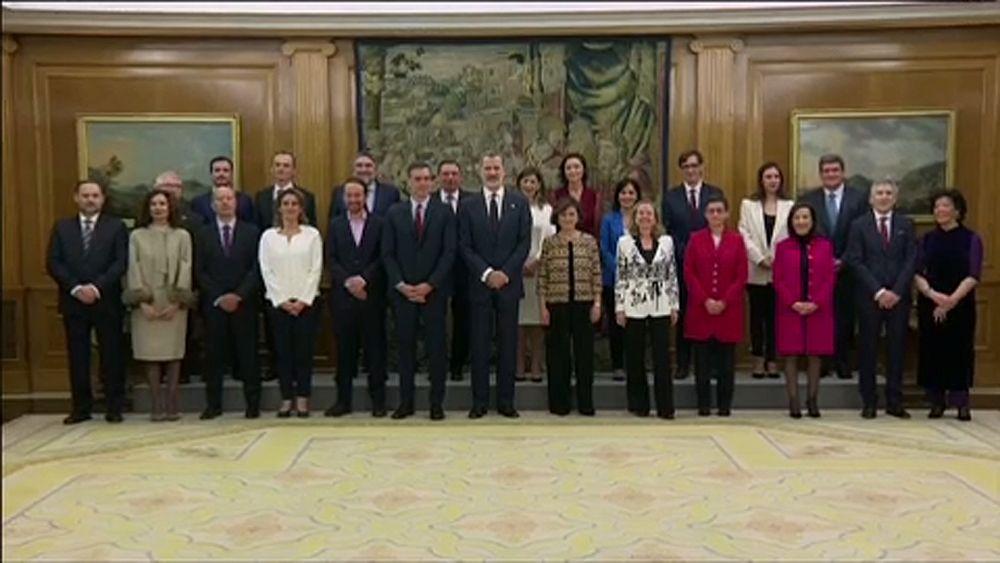 """Von den Frauen lernen"""" – Spaniens neue Regierung vereidigt"""