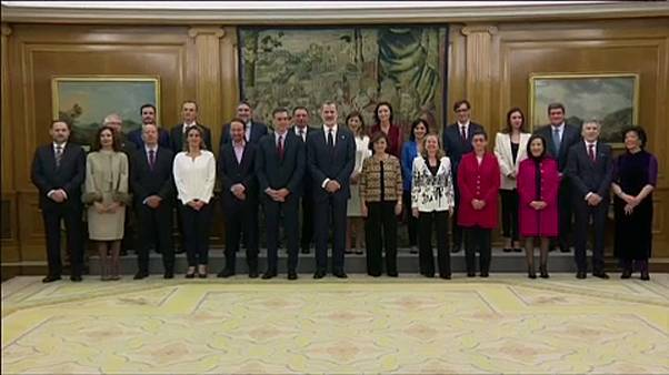 الحكومة الإسبانية الجديدة بعد أدائها اليمين الدستورية أمام الملك فيليبي السادس
