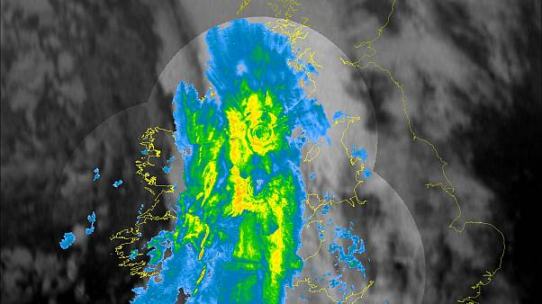 Storm Brendan lashes Ireland with 130kmph winds