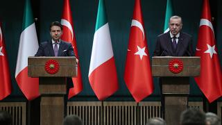 Cumhurbaşkanı Recep Tayyip Erdoğan, İtalya Başbakanı Giuseppe Conte'yi kabul etti. Erdoğan ve Conte, ortak basın toplantısı düzenledi
