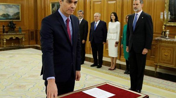 İspanya BaşbakanıPedro Sanchez yemin ederken