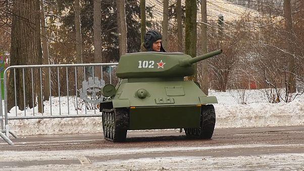 A Moscou, les répliques de chars sont un franc succès