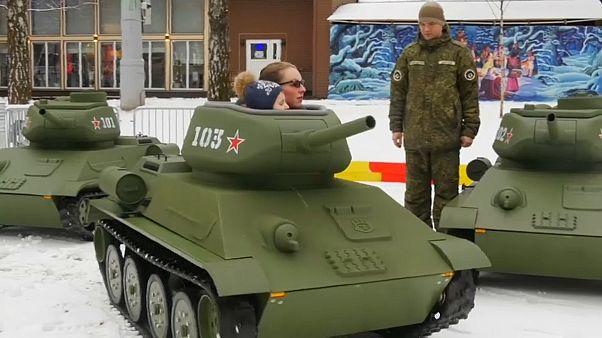 Früh übt sich: Kinder-Panzer in Moskau