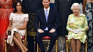 Los Duques de Sussex y la Reina Isabel II el 26.06.2018 en Buckingham Palace en Londres