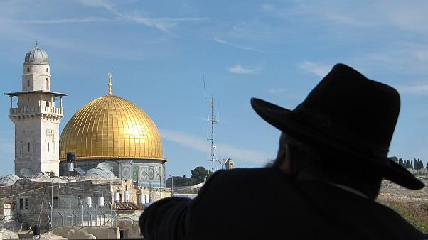 اتهام حاخام إسرائيلي باستعباد 50 امرأة وطفلة في منزل في القدس