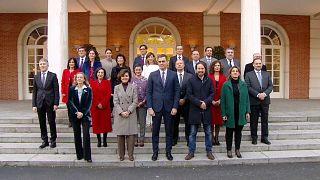 España pone fin a más de un año sin Gobierno con un Consejo de Ministros sin precedentes