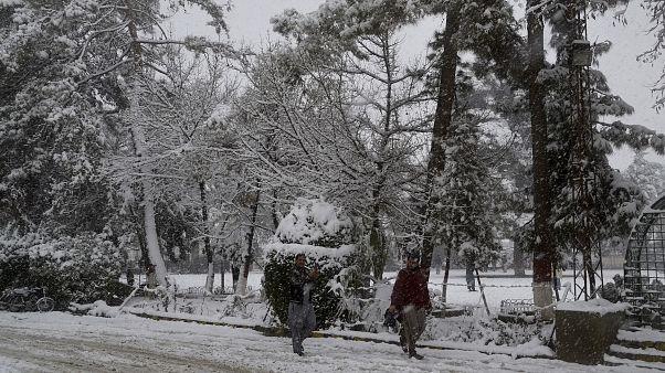 Kar, Pakistan'ın Belücistan eyaletinin başkenti Kuetta kentini etkisi altına aldı