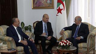 الرئيس الجزائري يلتقي وزير الخارجية التركي في العاصمة الجزائر لبحث الازمة الليبية. 07/01/2020